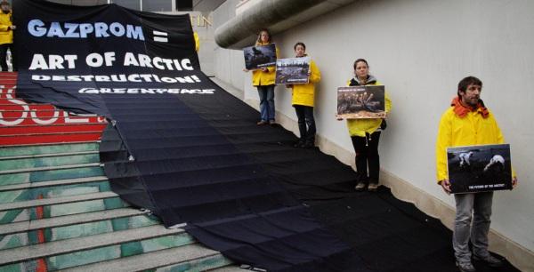 Protest Action against the Gazprom exhibition in Vienna © Herwig Höller